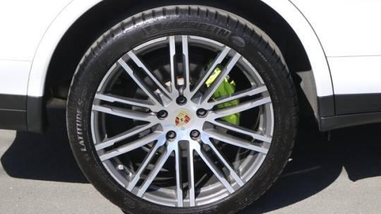 2017 Porsche Cayenne WP1AE2A21HLA68527