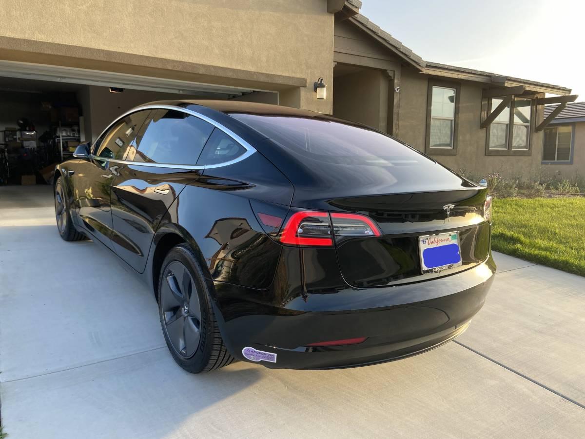 2018 Tesla Model 3 5YJ3E1EA7JF040875