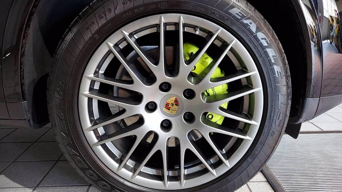 2017 Porsche Cayenne WP1AE2A21HLA74490