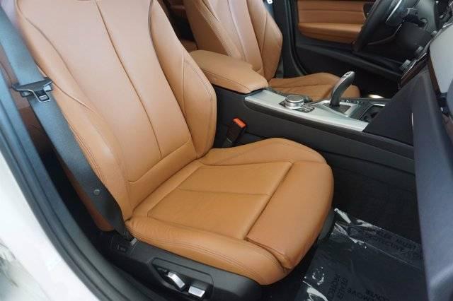 2017 BMW 3 Series WBA8E1C33HA156357