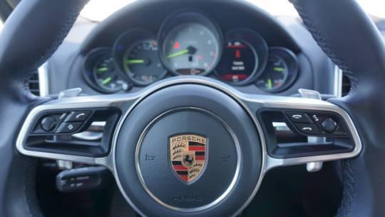 2017 Porsche Cayenne WP1AE2A26HLA69141