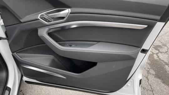 2021 Audi e-tron WA1LAAGE3MB021060