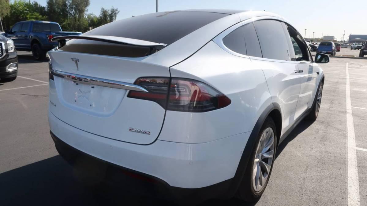 2018 Tesla Model X 5YJXCAE48JF143384