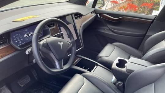 2018 Tesla Model X 5YJXCDE25JF109628
