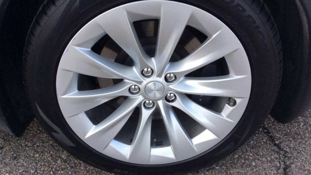 2017 Tesla Model X 5YJXCDE28HF076019