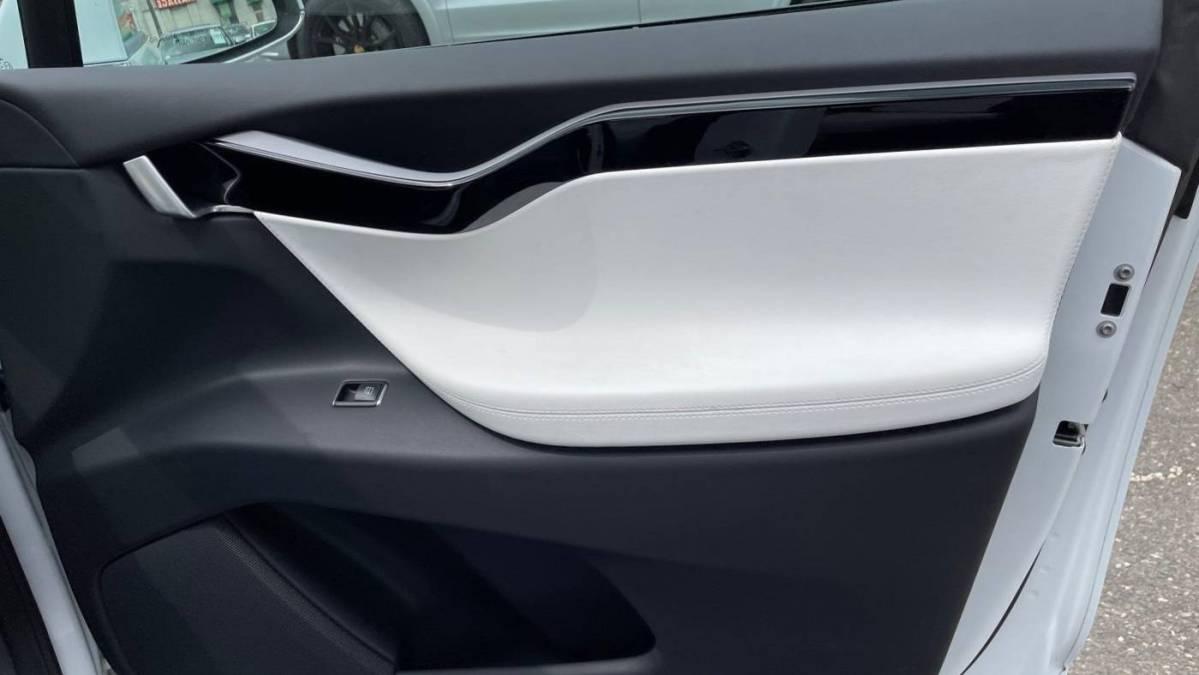 2020 Tesla Model X 5YJXCDE49LF263912