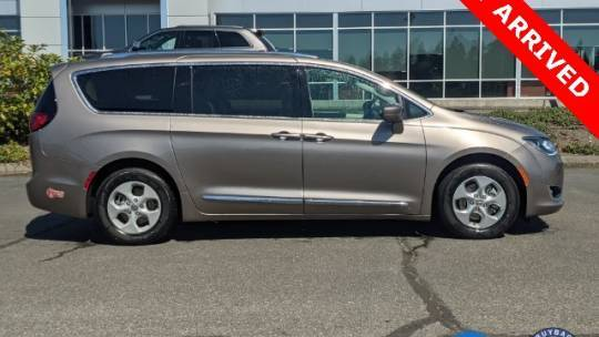 2018 Chrysler Pacifica Hybrid 2C4RC1L72JR124775