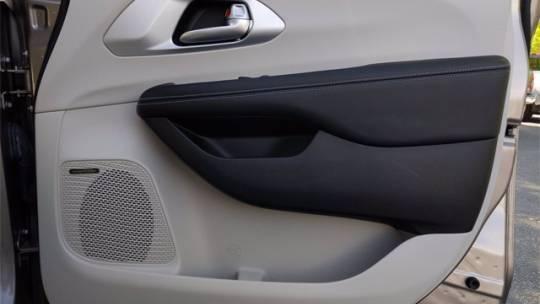 2018 Chrysler Pacifica Hybrid 2C4RC1N79JR133423