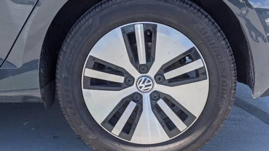 2018 Volkswagen e-Golf WVWPR7AU5JW909686