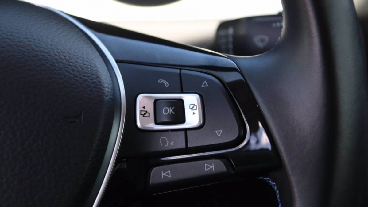 2017 Volkswagen e-Golf WVWKR7AU7HW950406