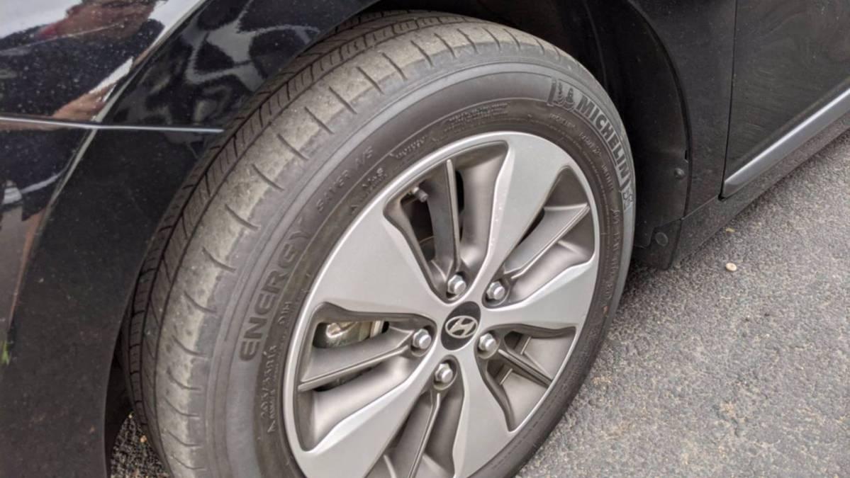 2018 Hyundai IONIQ KMHC75LD3JU075883