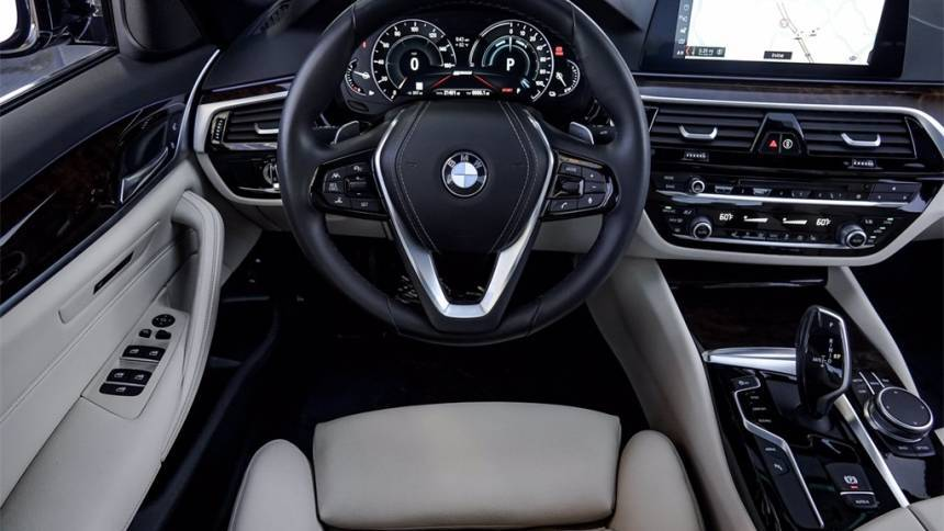 2019 BMW 5 Series WBAJA9C56KB393956