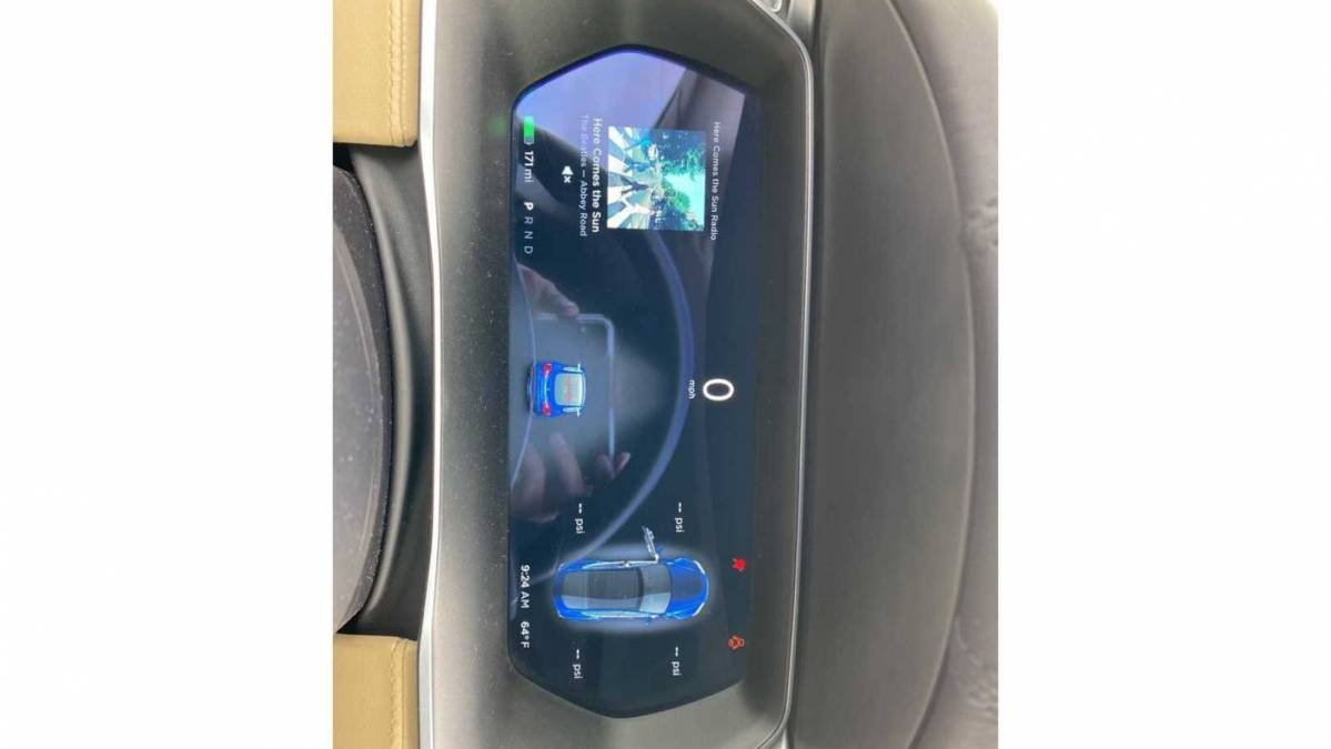 2016 Tesla Model S 5YJSA1E20GF121242
