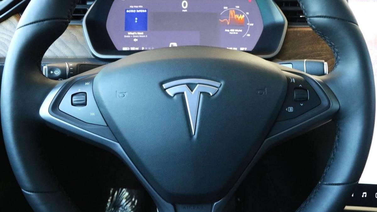 2019 Tesla Model X 5YJXCDE22KF211955