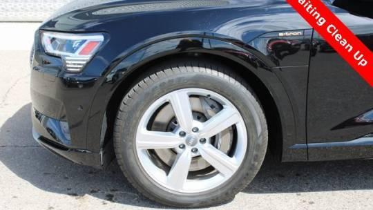 2019 Audi e-tron WA1LAAGE6KB009935