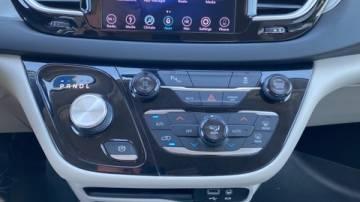 2018 Chrysler Pacifica Hybrid 2C4RC1H7XJR164515