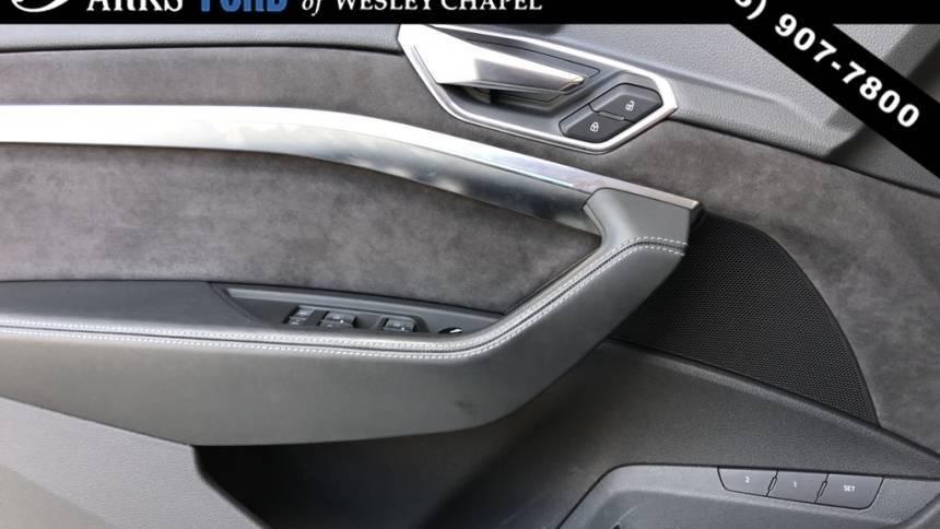 2019 Audi e-tron WA1VAAGE9KB007685
