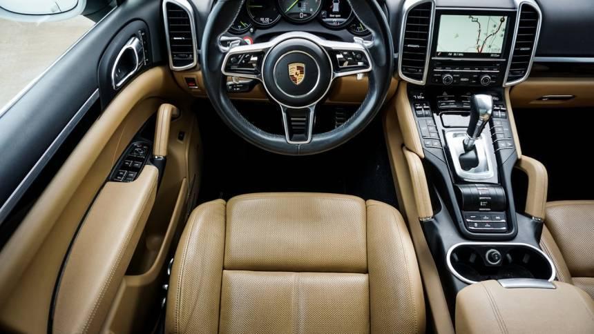 2016 Porsche Cayenne WP1AE2A23GLA61481
