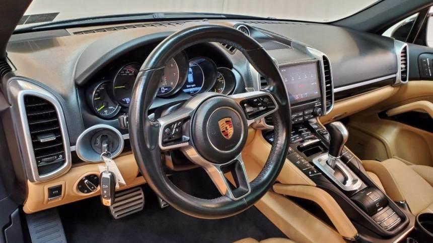 2017 Porsche Cayenne WP1AE2A25HLA74699