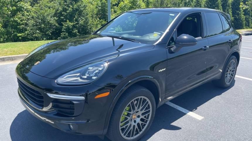 2017 Porsche Cayenne WP1AE2A28HLA74390