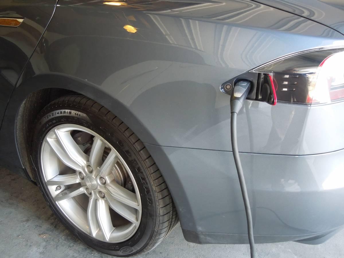 2013 Tesla Model S 5YJSA1CG7DFP09729