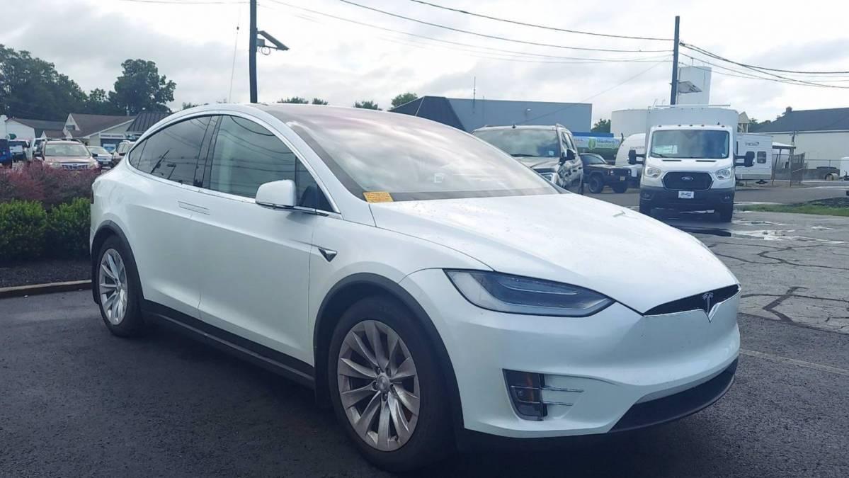 2018 Tesla Model X 5YJXCDE28JF118856
