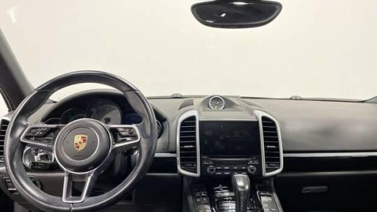 2017 Porsche Cayenne WP1AE2A25HLA70944
