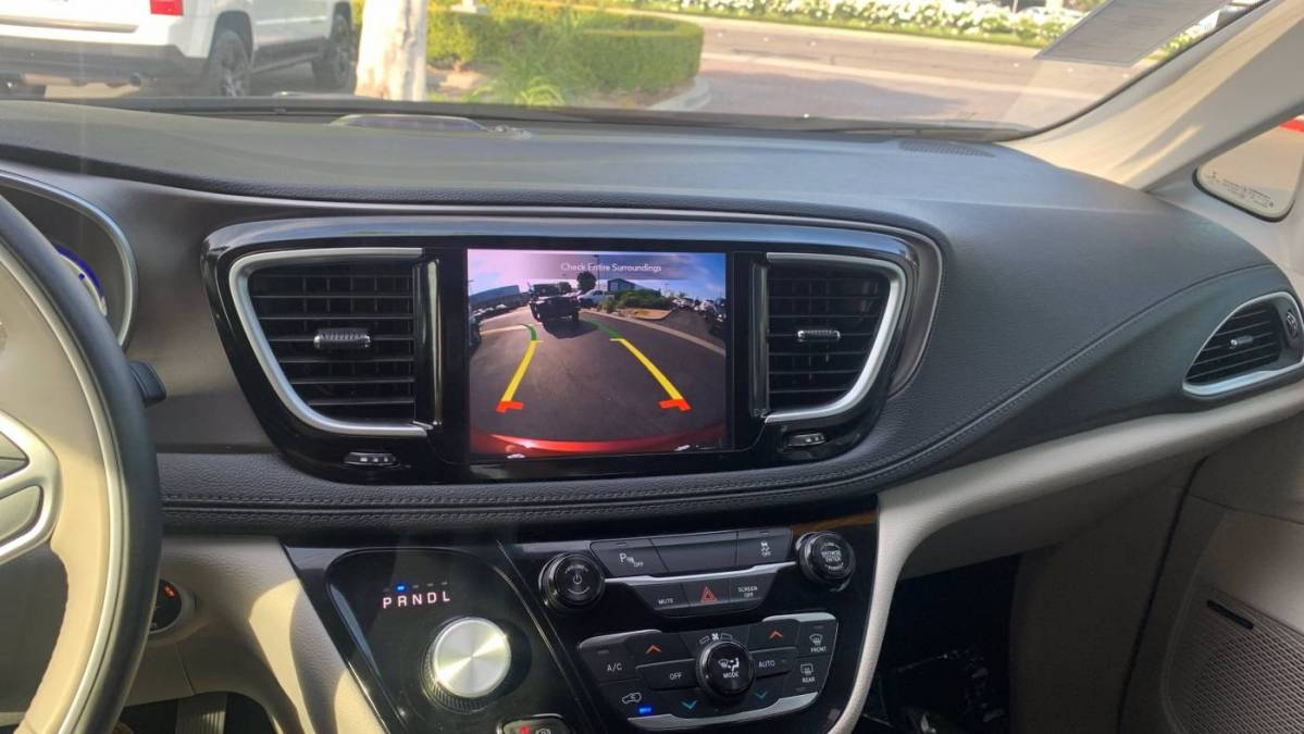 2018 Chrysler Pacifica Hybrid 2C4RC1N72JR230074