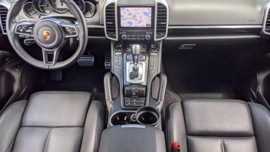 2017 Porsche Cayenne WP1AE2A27HLA73991
