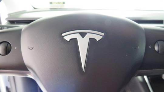 2020 Tesla Model Y 5YJYGDEE2LF048681