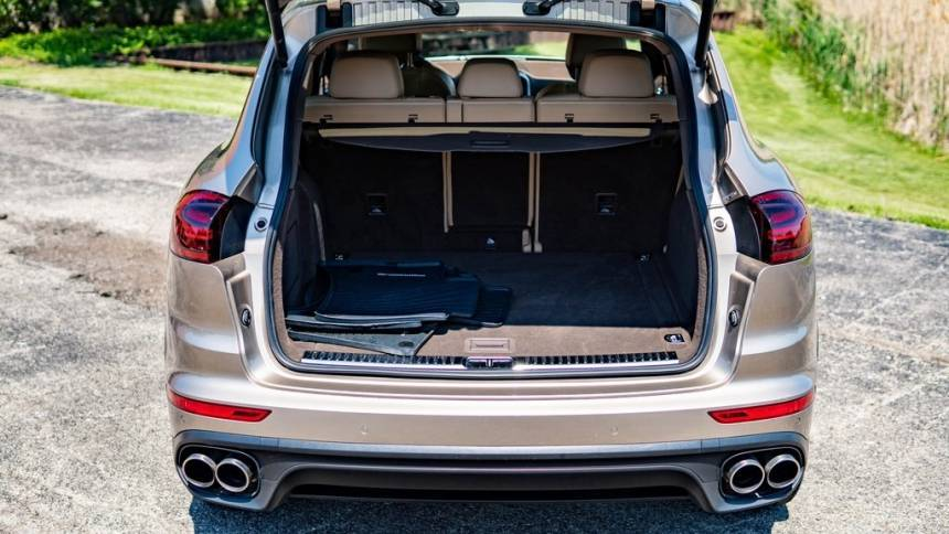 2017 Porsche Cayenne WP1AE2A22HLA72652