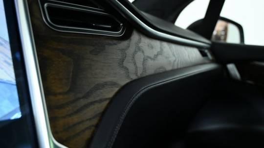 2017 Tesla Model X 5YJXCBE44HF075892