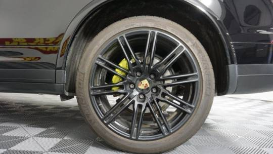 2017 Porsche Cayenne WP1AE2A20HLA68566