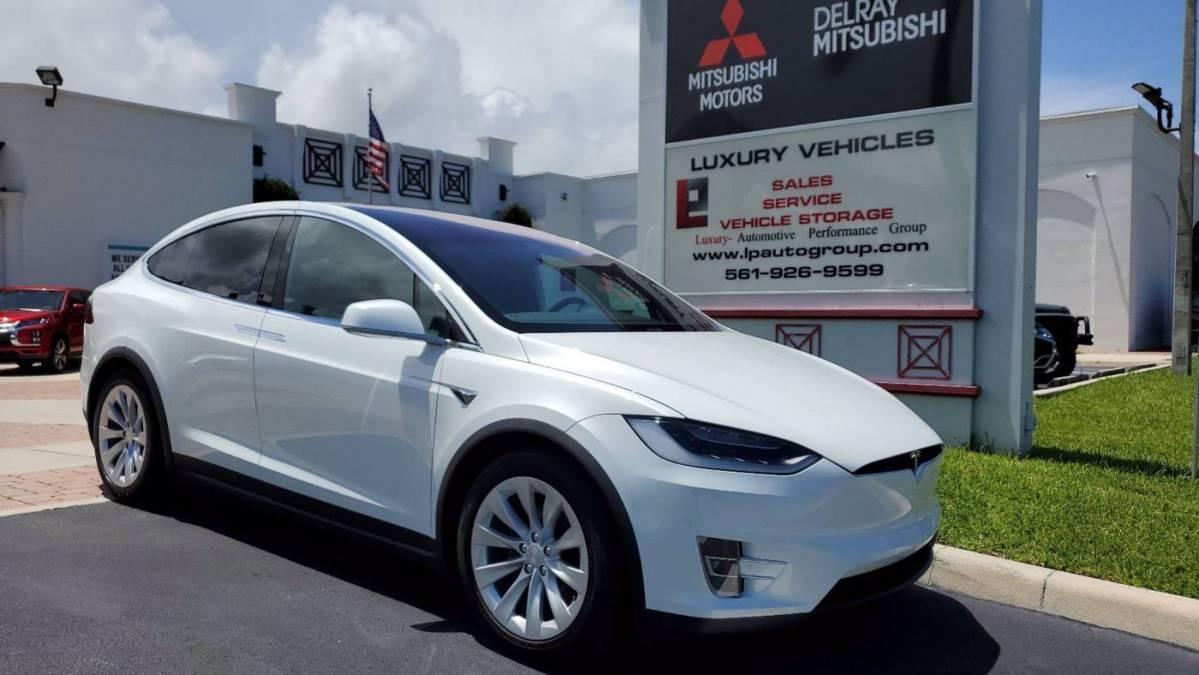 2018 Tesla Model X 5YJXCDE28JF122115