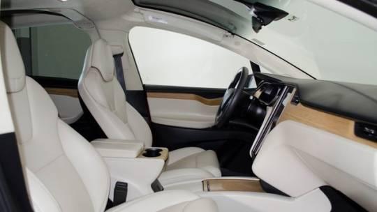 2018 Tesla Model X 5YJXCDE28JF138573