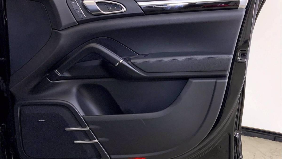 2017 Porsche Cayenne WP1AE2A20HLA73816