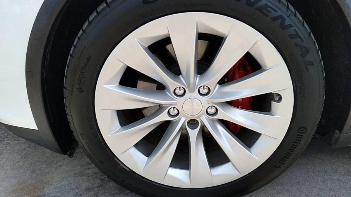 2018 Tesla Model X 5YJXCBE47JF081143