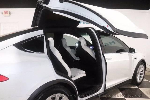 2018 Tesla Model X 5YJXCBE21JF099975