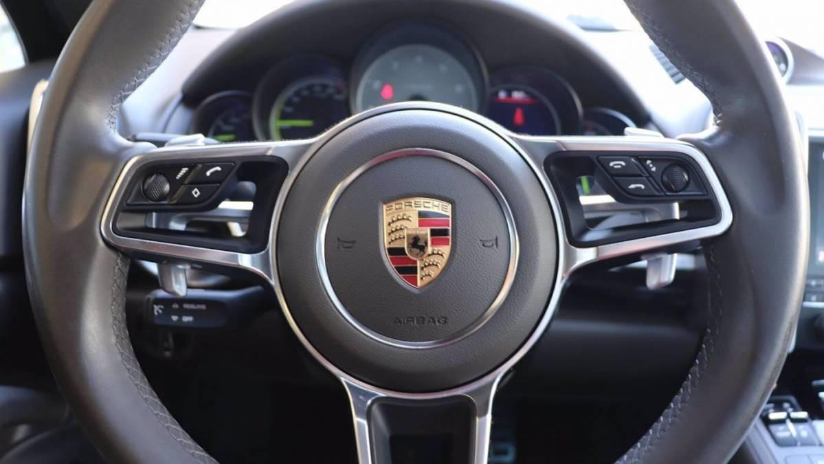 2017 Porsche Cayenne WP1AE2A26HLA75571