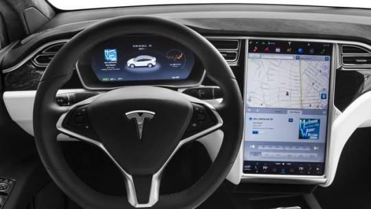 2017 Tesla Model X 5YJXCBE29HF048735