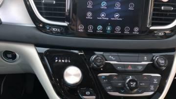 2018 Chrysler Pacifica Hybrid 2C4RC1L76JR129347