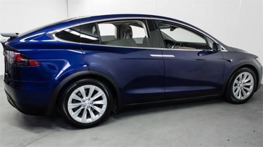 2018 Tesla Model X 5YJXCDE25JF103747