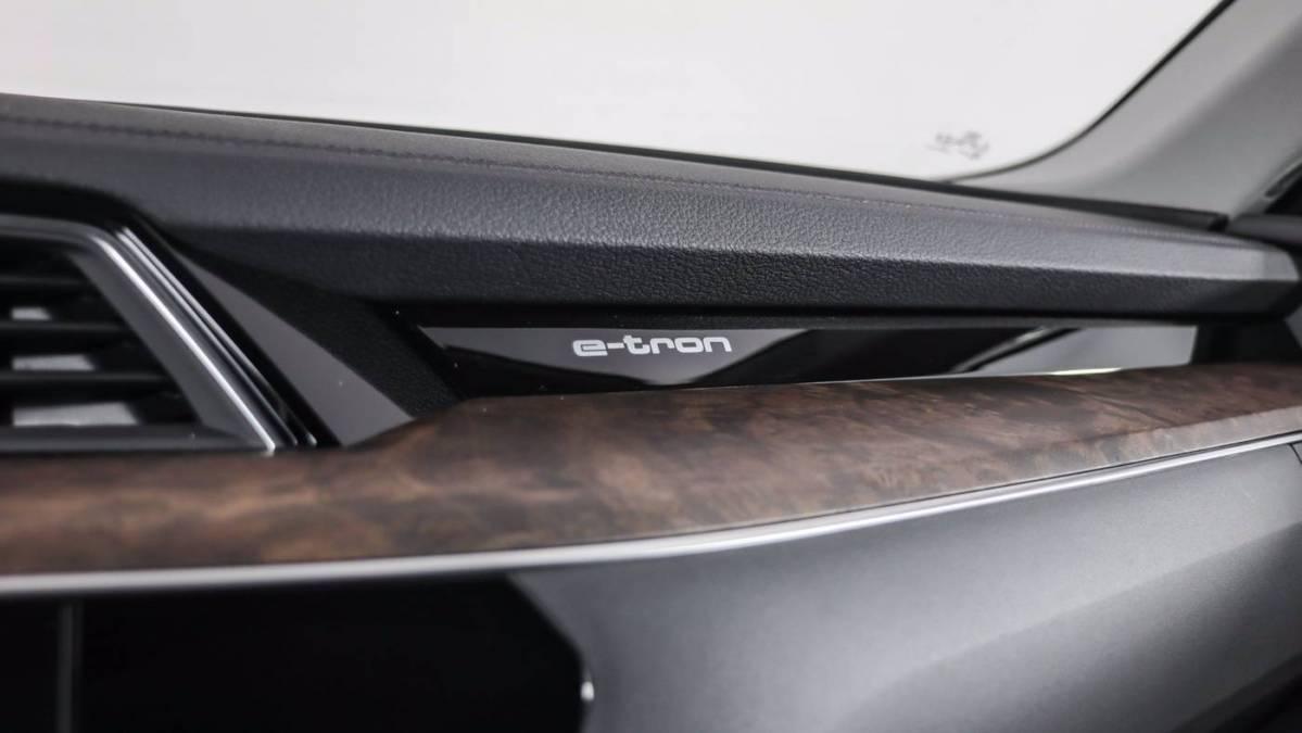 2019 Audi e-tron WA1LAAGE5KB005570