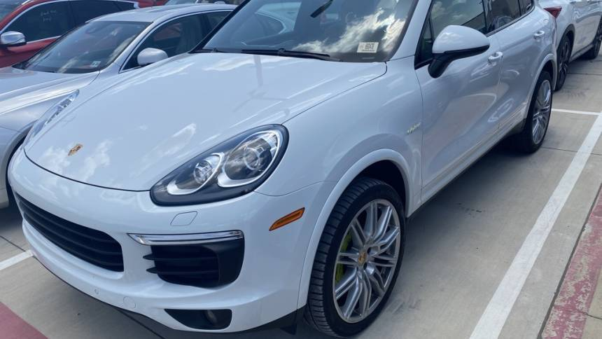 2017 Porsche Cayenne WP1AE2A21HLA74246