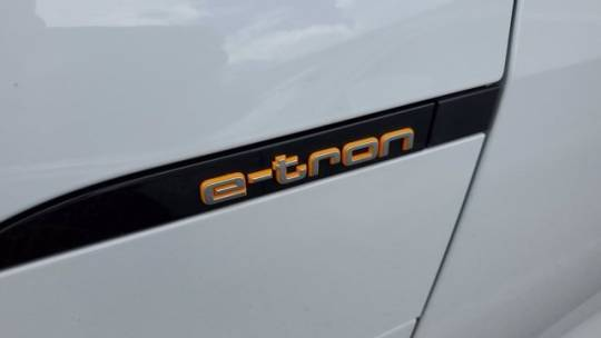 2019 Audi e-tron WA1VAAGE1KB023623