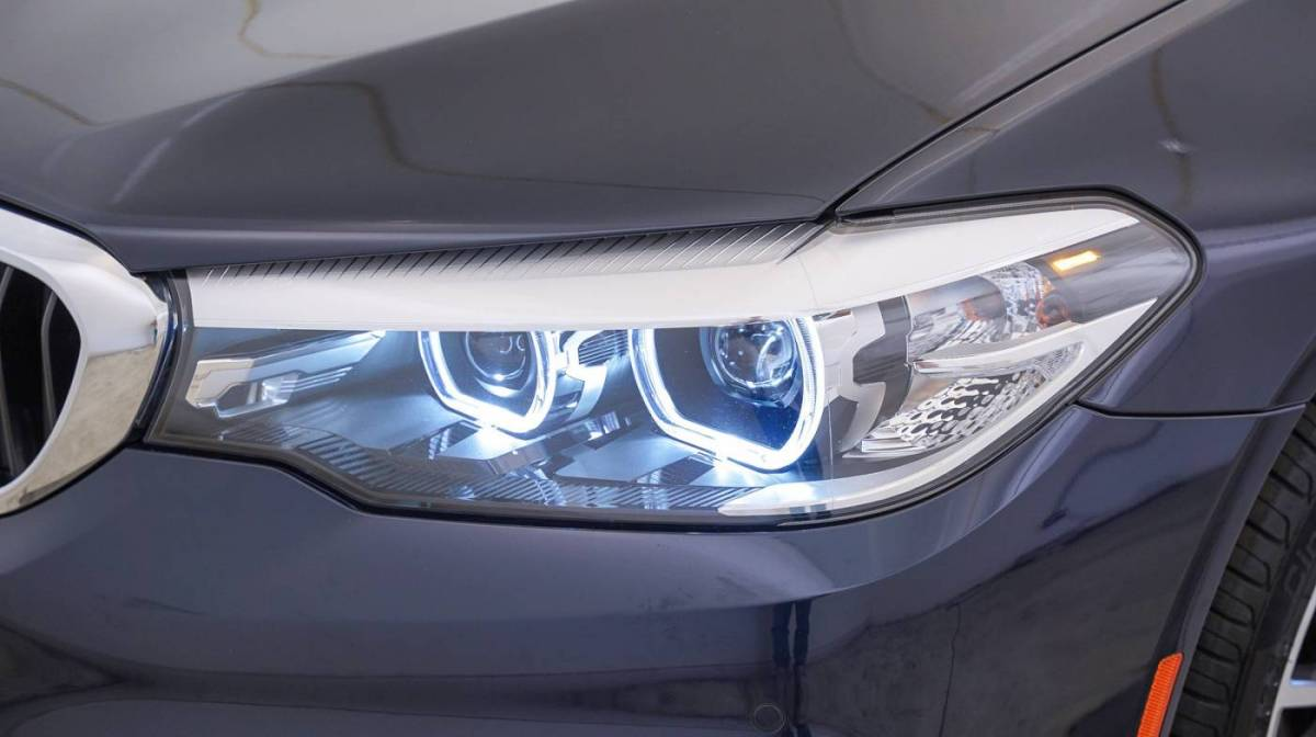 2018 BMW 5 Series WBAJA9C51JB252145