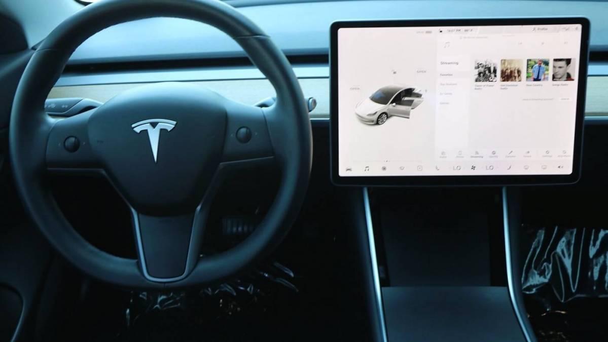 2019 Tesla Model 3 5YJ3E1EB5KF390435