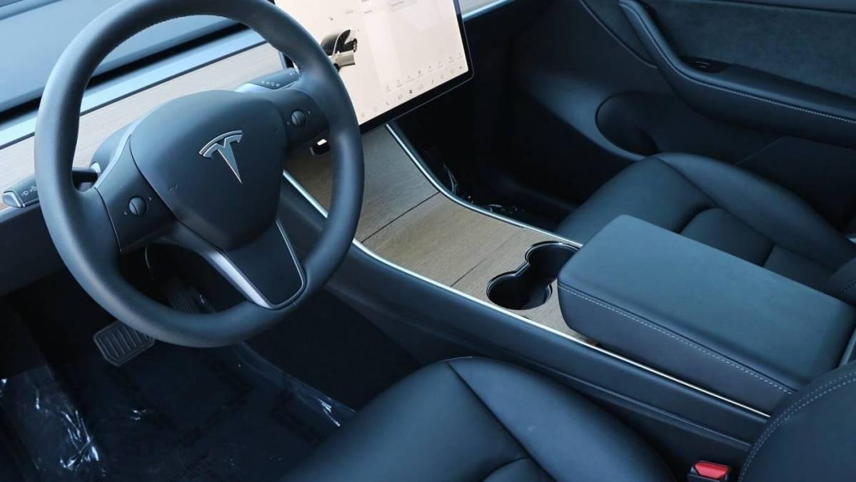 2020 Tesla Model Y 5YJYGDEE1LF013775
