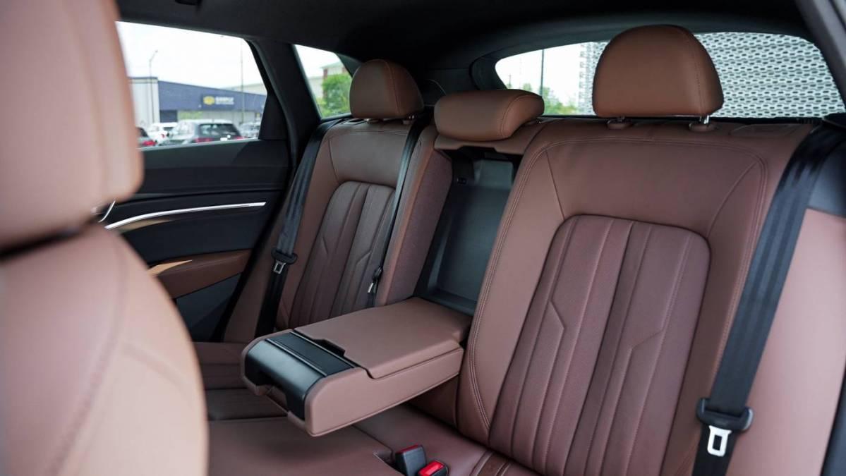2019 Audi e-tron WA1LAAGE7KB019549