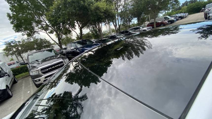 2020 Tesla Model Y 5YJYGDEE2LF045652